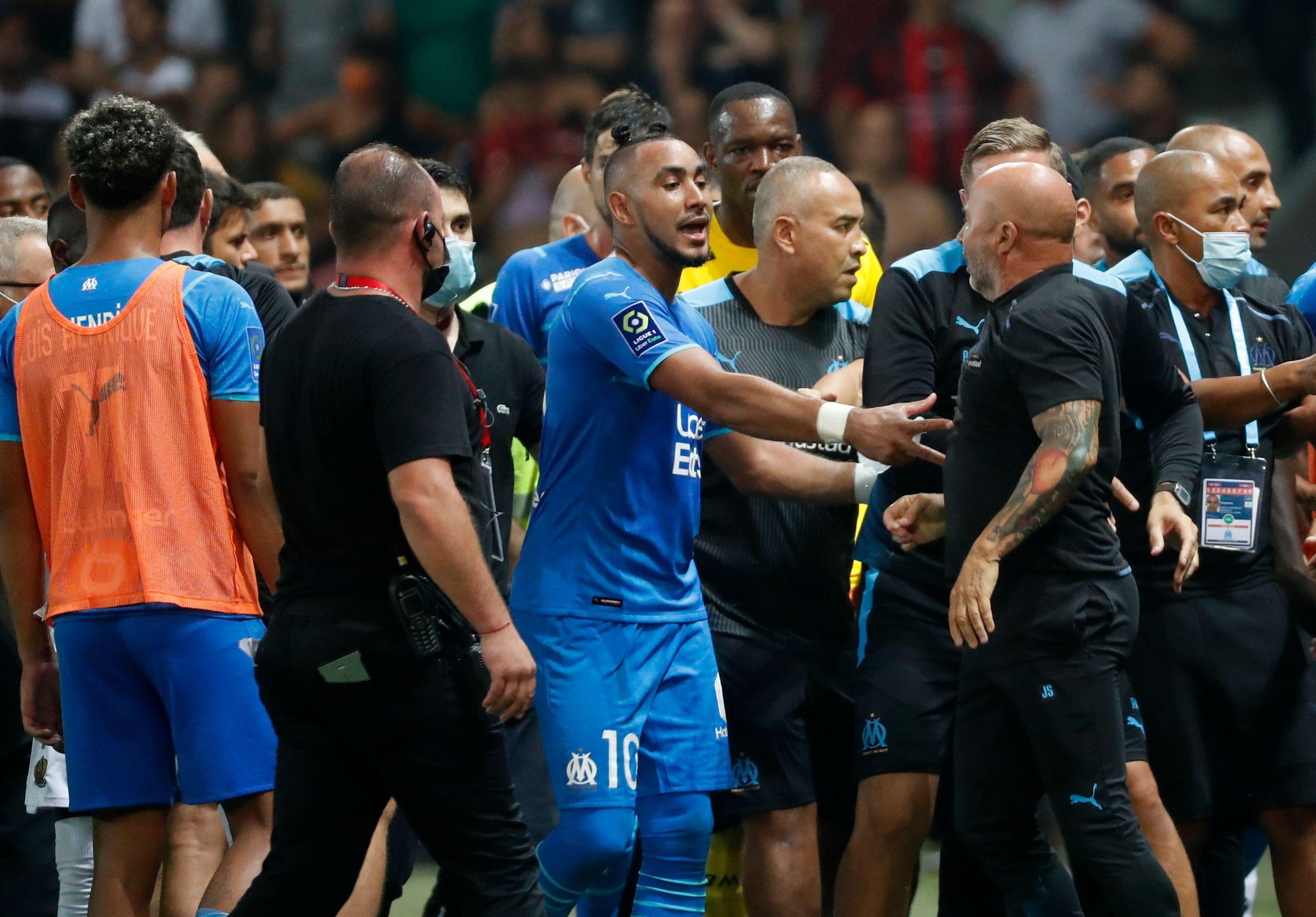 Payet logró separar a Sampaoli del tumulto (Reuters)