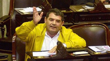 El diputado Alfredo Olmedo suele lucir esta tonalidad en cada aparición pública en todas sus versiones