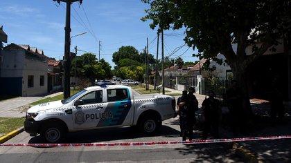 Esta mañana comenzaron dos operativos paralelos en la casa particular y el consultorio privado de Leopoldo Luque