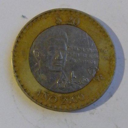 Una moneda que conmemora la trayectoria intelectual y artística del poeta Octavio Paz ha sido subastada en algunas plataformas virtuales hasta por 5 mil pesos (Foto: Twitter@LaBase126)