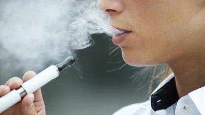 Estos dispositivos contienen nicotina que es la misma sustancia tóxica que posee el cigarrillo común (IStock)
