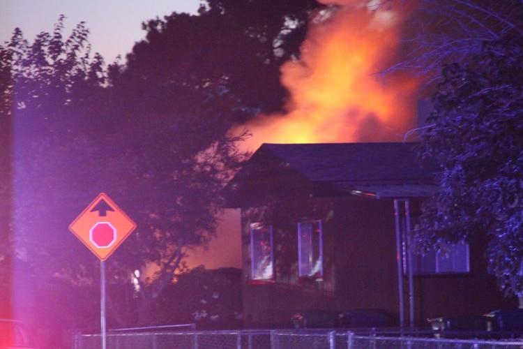El sismo provocó algunos incendios y cortes de energía. (REUTERS)