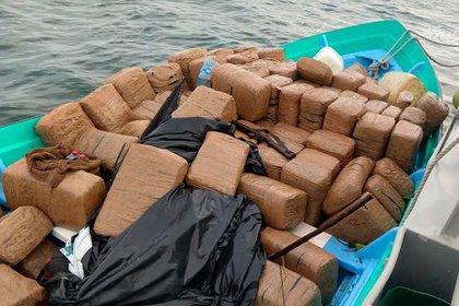 La droga y el hidrocarburo están a disposición de las autoridades competentes (Foto: Especial)