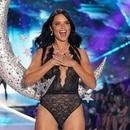 Adriana Lima en el Victoria's Secret Fashion Show 2018 en Nueva York (Photo by TIMOTHY A. CLARY / AFP)