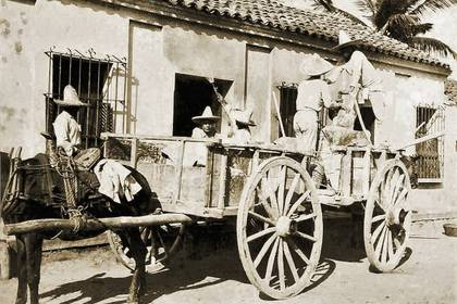 Se fumigaron casas y comercios para contener el contagio, incluso carruajes del correo fueron sanitizados aunque las autoridades referían que eso era inútil (Foto: gobierno de Mazatlán)