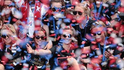 Las jugadoras del equipo de fútbol estadounidense durante una ceremonia de celebración, luego de ganar la Copa Mundial Femenina de Fútbol en Nueva York, EEUU(10 de julio de 2019) Imagen entregadaa Vincent Carchietta(USA TODAY Sports vía Reuters)