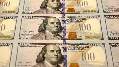 Dos nuevas emisiones de bonos para descomprimir el mercado cambiario (AP)