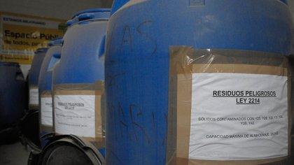 """La nueva Ley para la Gestión Ambiental de Pilas en Desuso las califica como """"residuos peligrosos"""", por lo que establece que no pueden ser enterradas ni quemadas. Foto: Fernando Calzada/DEF."""