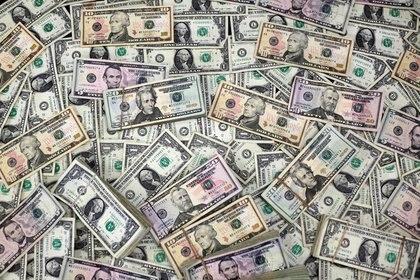 La brecha cambiaria vuelve a quedar debajo de 100 por ciento. (Reuters)