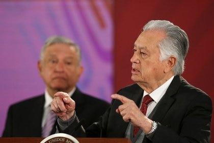 Una empresa de el hijo de Manuel Bartlett, director de la CFE, es investigada por una compra a sobreprecio (Foto: Reuters / Edgard Garrido)
