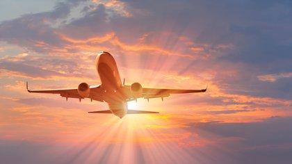 En el nuevo diseño híbrido-eléctrico, la fuente de energía del avión seguiría siendo una turbina de gas convencional, pero estaría integrada dentro de la bodega de carga (Shutterstock)