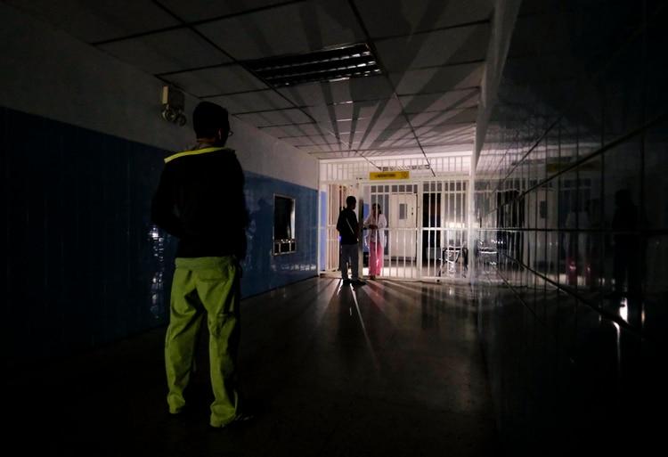 La mayoría de hospitales funcionan con atenciones mínimas de emergencia (AFP)