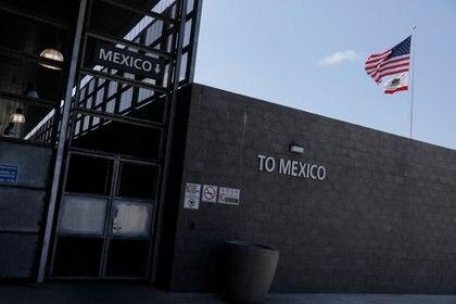Debido a la vigilancia extrema que existe en las fronteras por la pandemia, los cárteles están teniendo dificultades para cruzar la mercancía a Estados Unidos (Foto: REUTERS/Mike Blake)