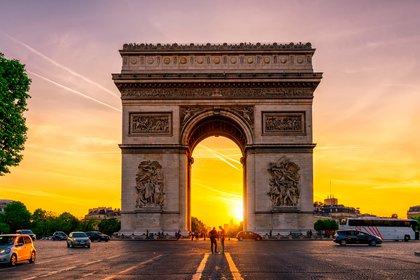 La cocina, el vino y las vistas de París la convierten en uno de los lugares más románticos del mundo para visitar, según Big 7 Travel