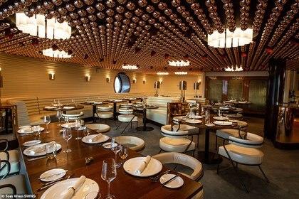 El crucero cuenta con restaurantes a cargos de chef con estrellas Michelín.