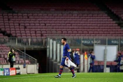 Lionel Messi se debate su futuro en Barcelona (Reuters/ Albert Gea)