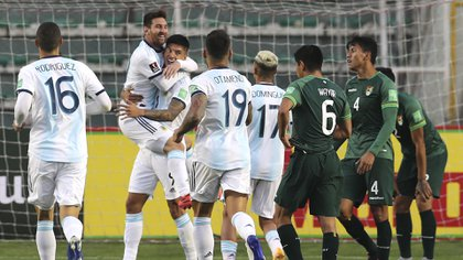 Argentina's Joaquin Correa (3-L) celebrates with teammates after scoring against Bolivia during their 2022 FIFA World Cup South American qualifier football match at the Hernando Siles Stadium in La Paz on October 13, 2020, amid the COVID-19 novel coronavirus pandemic. (Photo by Martin ALIPAZ / POOL / AFP)