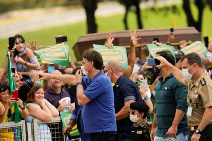 Pese a los crecientes casos de contagios, Bolsonaro sigue incentivando las aglomeraciones en Brasil (REUTERS/Adriano Machado)