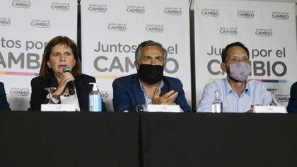 Patricia Bullrich, Alfredo Cornejo y Maximiliano Ferraro, en la conferencia de prensa de Juntos por el Cambio