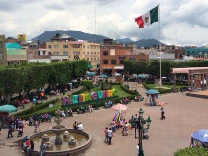 """""""El jardín"""", plaza central que reúne a una cantidad importante de personas en las tardes Foto: Tw/@CuevasRamon"""