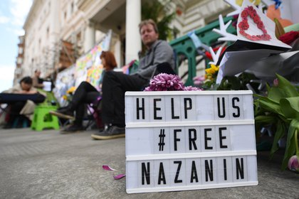 Protest at the gates of the Iranian Embassy (EFE) in London