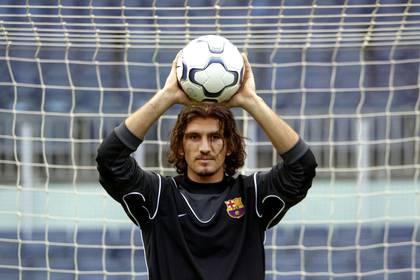 Rustu con el buzo de arquero del Barcelona en 2003 (REUTERS/Gustau Nacarino)