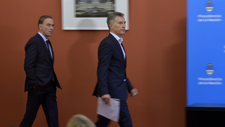 Macri y Pichetto durante la llegada a la conferencia de prensa que ambos protagonizaron en la Casa Rosada