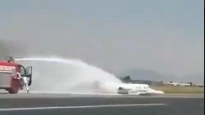 Así fue el accidente en el Aeropuerto Internacional de Toluca por aterrizaje de emergencia
