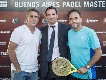 El ex futbolista Leonardo Rodríguez, el director del torneo, Lisandro Borges, y el secretario de deportes de la Ciudad de Buenos Aires, Luis Lobo