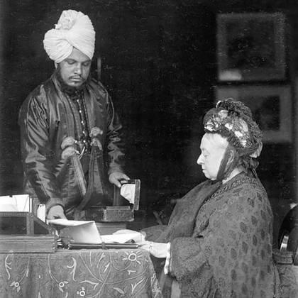 Abdul Karim con la reina Victoria en Frogmore Cottage