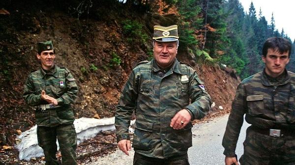 Ratko Mladic fue condenado a cadena perpetua la semana pasada por ordenar una masacre de musulmanes desde el bando serbobosnio