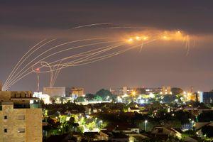 Así funciona la Cúpula de Hierro que defiende a Israel: el momento en que intercepta un misil de Hamas sobre Ashkelon