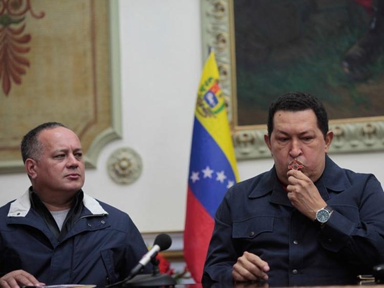 Diosdado Cabello se encargó de tareas sucias y clandestinas de bajo perfil durante el Gobierno de Hugo Chávez. Soñó con ser su sucesor, y sufrió como una puñalada que el extinto presidente se inclinara por Nicolás Maduro, en acuerdo con el régimen cubano