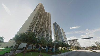 El departamento de Clarens está ubicado en el condominio Ocean Four, en la avenida Collins 17201, en Miami.