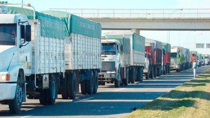 Preocupación en el mundo agropecuario por las restricciones a la circulación del transporte de cargas en plena cuarentena