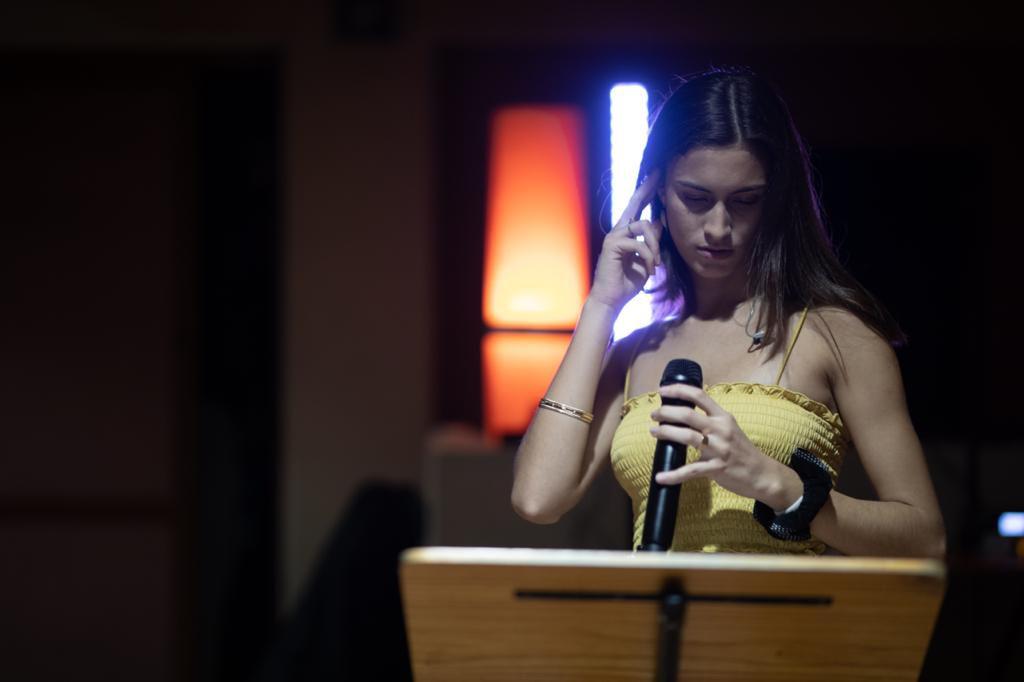 """La artista estudia canto desde los 7 años: """"El espejo era mi mejor amigo"""", asegura"""