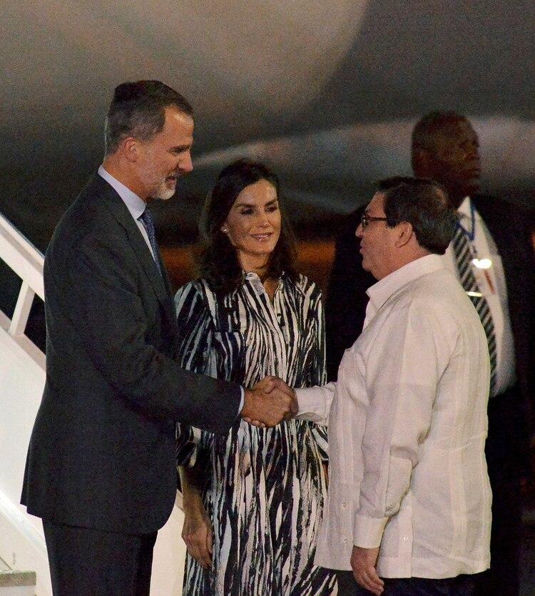 Los reyes saludan a Bruno Rodríguez, canciller isleño (REUTERS)