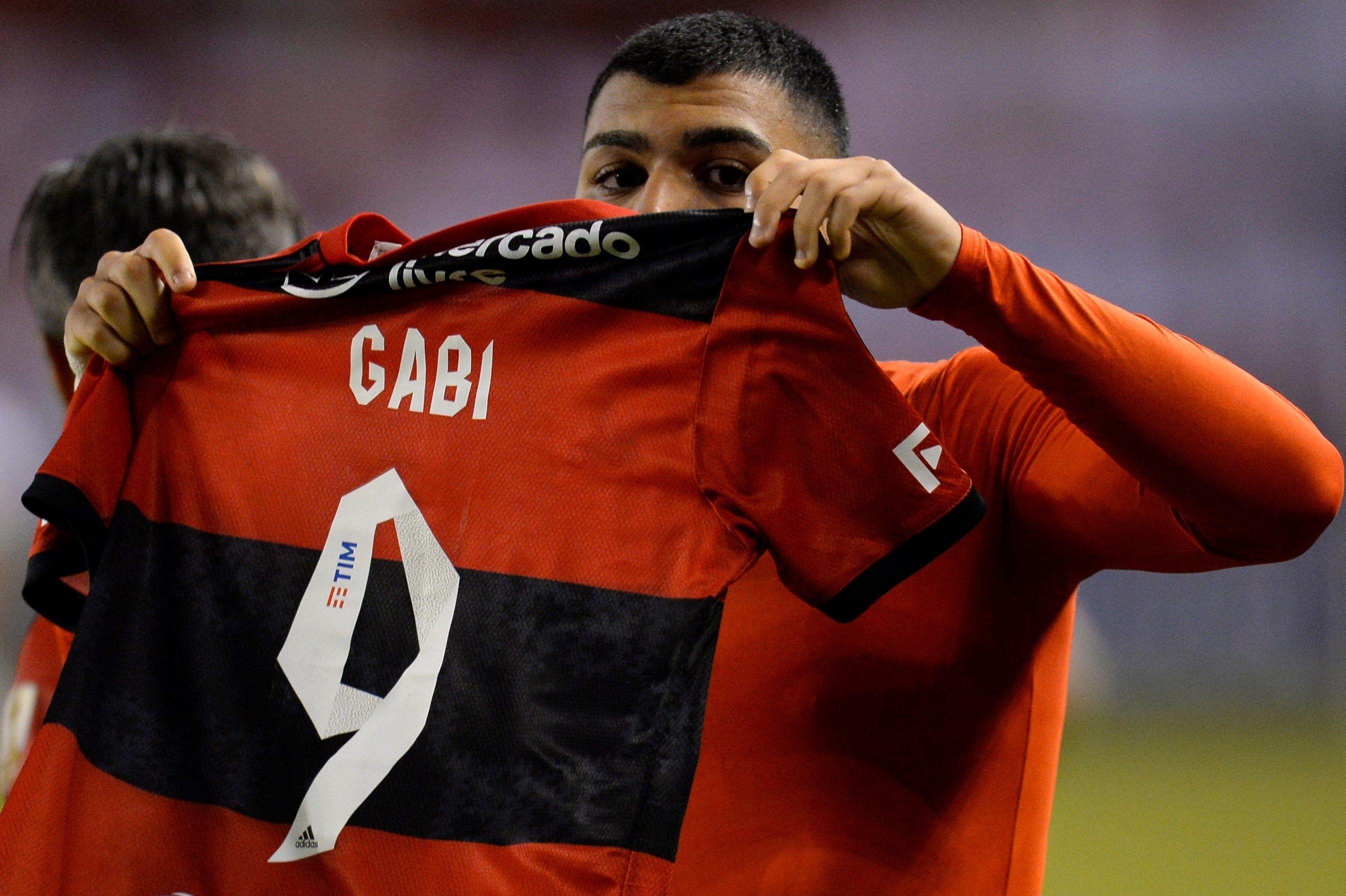 Gabriel Barbosa, del Flamengo de Brasil, fue registrado este martes al celebrar el segundo gol que le convirtió a la Liga Deportiva Universitaria de Ecuador, durante un partido del grupo G de la Copa Libertadores, en Quito (Ecuador). EFE/Rodrigo Buendía/Pool