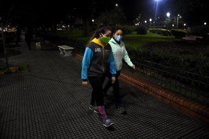 """Daniel Tangona, personal trainer, aconsejó: """"Los que hoy piensan salir a correr no lo hagan, pero sí salgan a caminar, porque el corazón, que es un músculo, está fuera de servicio hace 80 días"""" (Nicolás Stulberg)"""