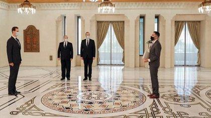 El dictador Al-Assad recibió ayer las credenciales del embajador Zavalla durante una ceremonia oficial en el Palacio del Pueblo en Damasco