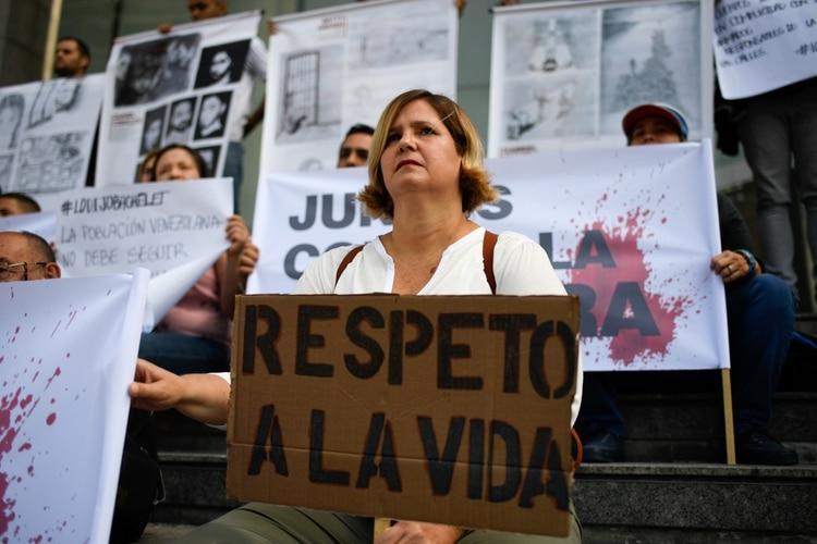 Movimientos sociales continúan reclamando al chavismo que cese la tortura, tras el revelador informe de la ONU (Photo by Federico PARRA / AFP)