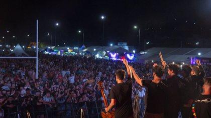 La banda en pleno show (Foto: José Bertola)