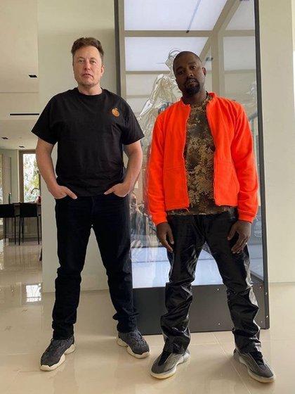 La foto más reciente de Kanye West en Instagram, junto a Musk