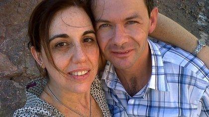 Andrea junto a su marido, Julián Mondragón.
