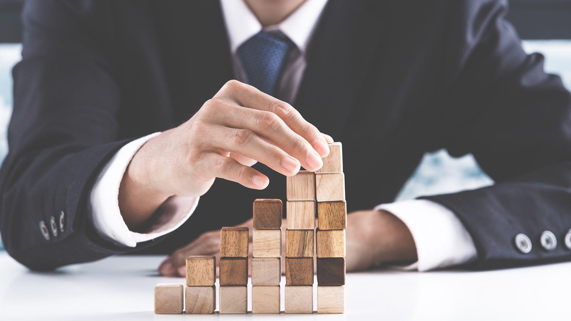 En el TOC, las personas  realizan acciones, denominadas compulsiones para poner fin a pensamientos repetitivos (Shutterstock)