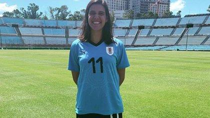La mediocampista nació en Uruguay y desde 2008 juega para su selección (@federicasilvera)
