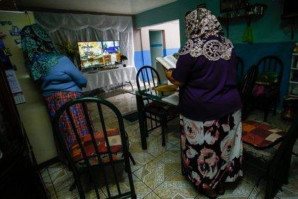 Debido a la pandemia, las ceremonias religiosas de la Luz del Mundo se realizan por televisión. Foto- Adolfo Valtierra