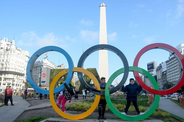 El Obelisco Se Prepara Para La Inauguracion De Los Juegos Olimpicos