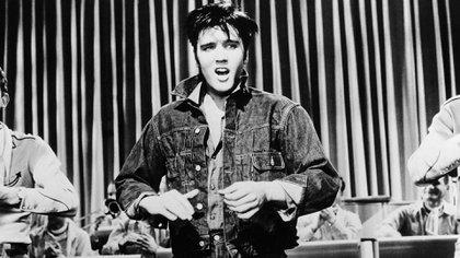 Elvis actuando en Loving you, de 1957 Credit: Photo by Paramount/Kobal/Shutterstock