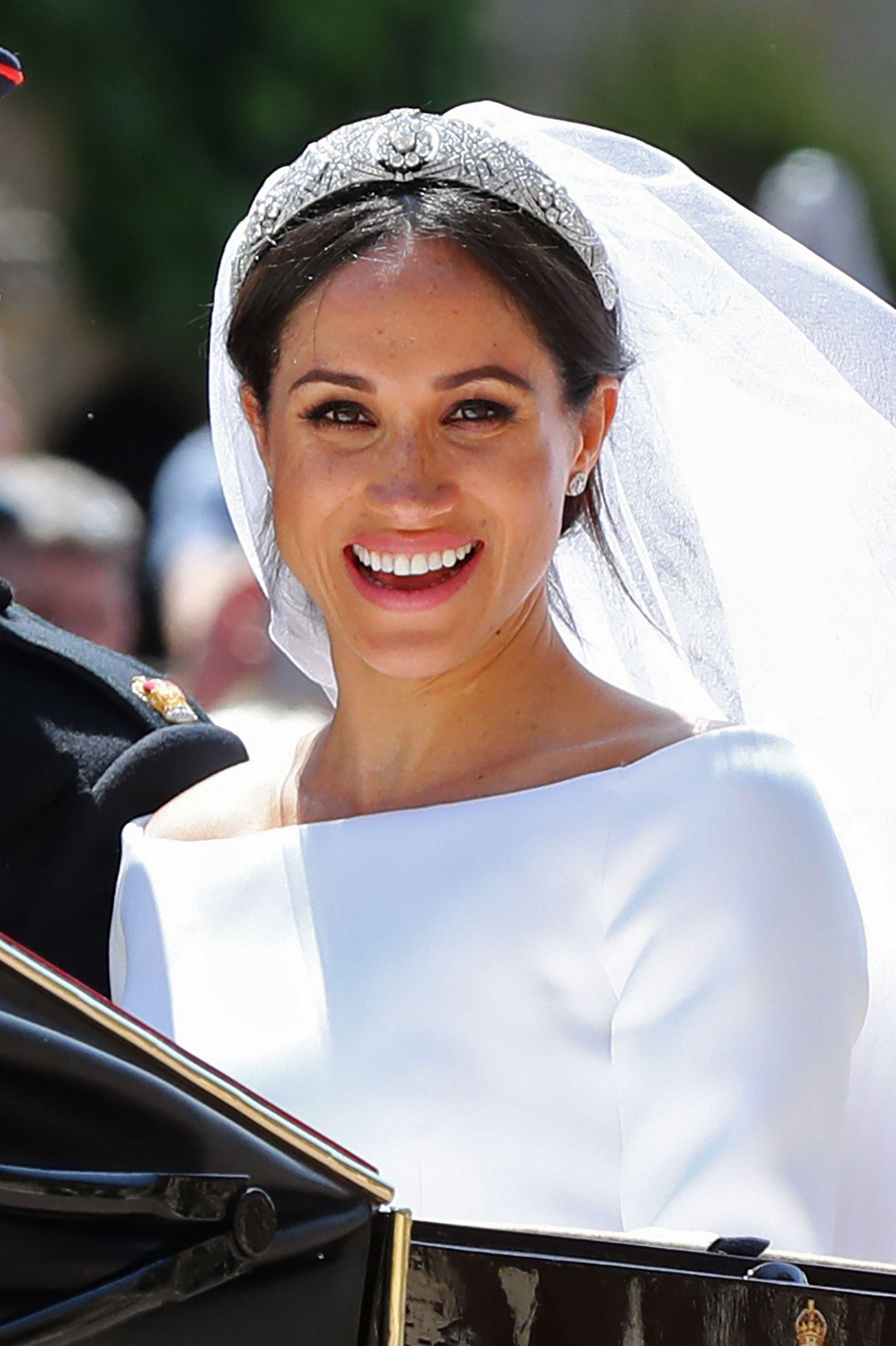 El día de la boda, Meghan lució la tiara que perteneció a la reina María, labrada en diamantes y platino. La pieza se remonta a 1938 y es parte de las joyas de la familia real británica (AFP)